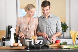 woman-kitchen-man-everyday-life-298926 (2)